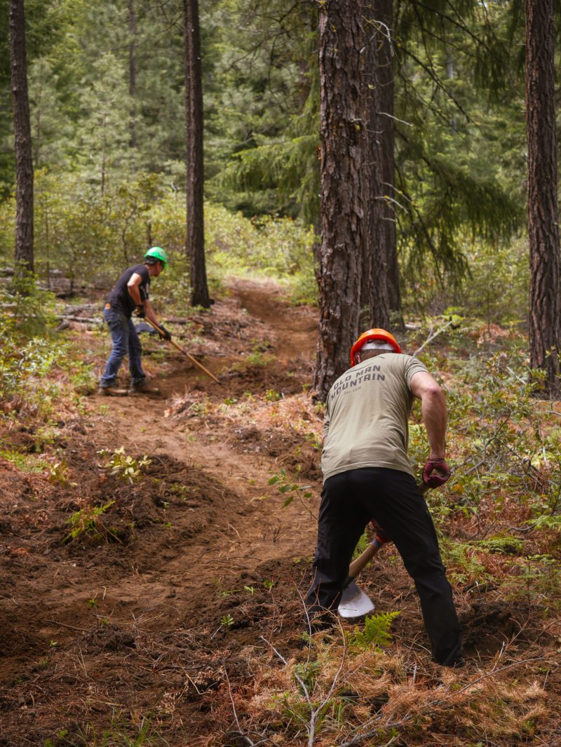 Trail maintenance with the Oregon Timber Trail Alliance