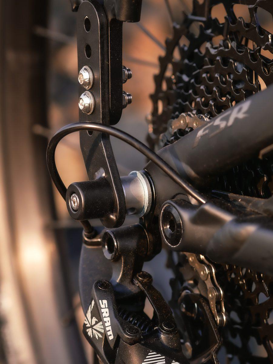 Thru Axle mounted cargo rack for bikes