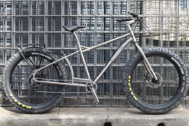 Wowee! This Old Man Mountain Fat Sherpa rack found an outstanding home on @martynnoakes new Muru Canning. Can't wait to see where this rig loaded up and rolling. #oldmanmountainracks #fatbikeadventures