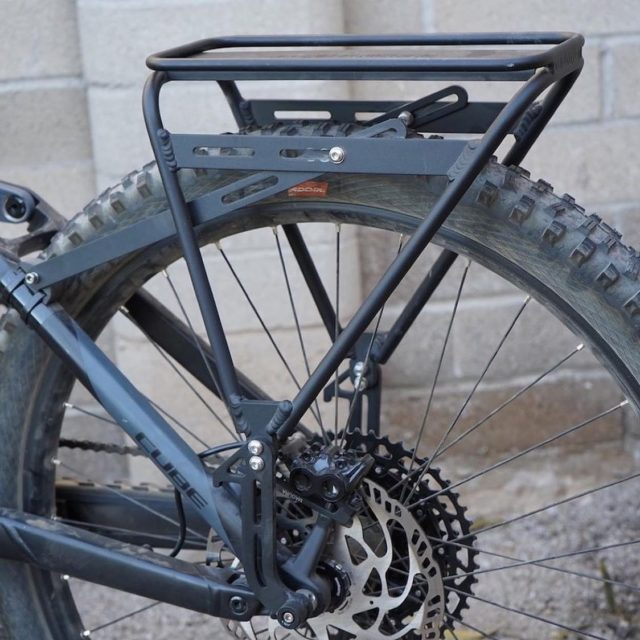Built to fit any bike and be rock solid 💪🏻 .  📸 @electricbikereport ・・・ Old Man Mountain Sherpa rack review at ElectricBikeReport.com @oldmanmountainracks #ElectricBike #eBike #eBikes #bike #bicycle #ridemore #bikerack #oldmanmountainracks